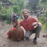 Vinny posing wtih a llama (cropped)